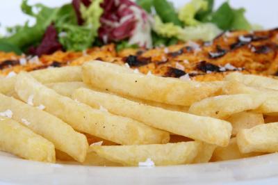 Pollo alla diavola con patatine fritte